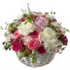 ein Korb voller Poesie mit Rosen